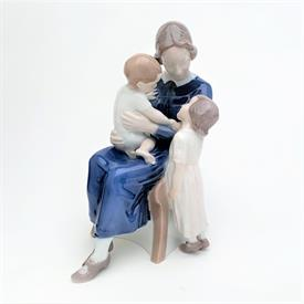 """,'HAPPY FAMILY' MOTHER WITH HER CHILDREN FIGURINE, STYLE #2262. 8"""" TALL, 4.25"""" WIDE, 6.25"""" LONG"""