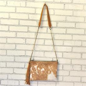 -,ENVELOPE CROSSBODY IN GOLDEN. ALL HIDE COLORS WILL VARY
