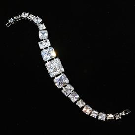 "-,CLEAR GRADUATED SQUARE CZ BRACELET. 6.8"" LONG"