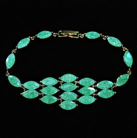 "-,GRADUATED JADE GREEN 'CRACKLE' CZ BRACELET. 7.25"" LONG, .8"" WIDE"
