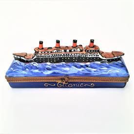 ",RETIRED LA GLORIETTE TITANIC TRINKET BOX WITH ORIGINAL BOX. HAND PAINTED. 1.6"" TALL, 4.25"" LONG, 1.25"" WIDE"