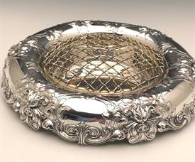 ",CENTERPIECE BOWL WITH GOLD PLATED FROG FLOWER HOLDER. STERLING SILVER BY GORHAM. WEIGHS 19.80 T.OZ. 9.5""DX 1.75""T. MONOGRAMMED ""C"" #A6740"