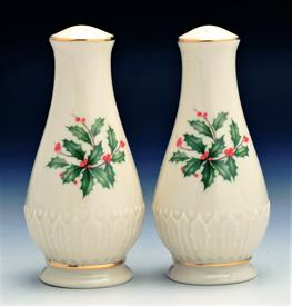 "SCULPTED SALT & PEPPER SHAKER SET. 4.5"" TALL"