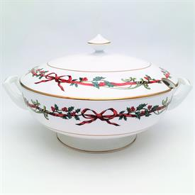 ",COVERED TUREEN. MADE IN ENGLAND. 7"" TO TOP OF FINIAL X 12.5"" HANDLE TO HANDLE."