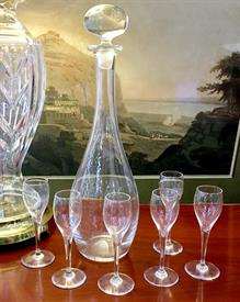 ",SAINT-REMY DECANTER AND SIX CORDIAL GLASSES. STOPPER IS NOT ORIGINAL, BUT IS AN EXCELLENT FIT. DECANTER, 13.5"" TALL. GLASSES, 5.6"" TALL."